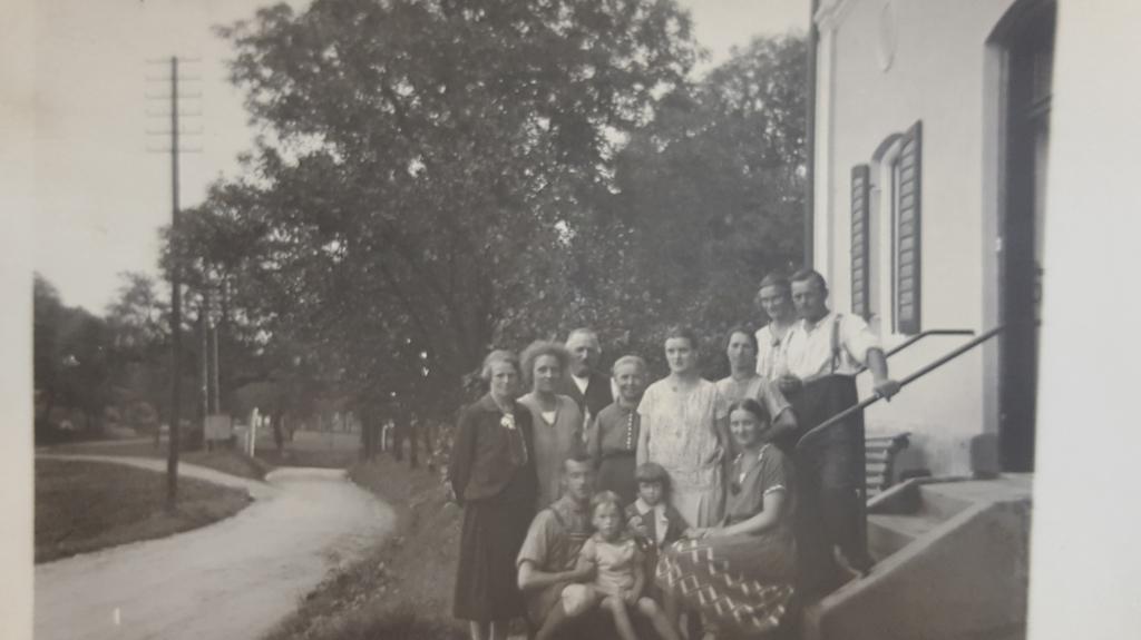 Familie Oberlechner vor dem Anwesen in Bruck/Prien